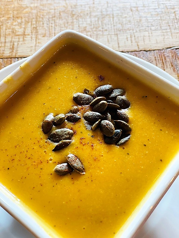 Sopa de Calabaza con Manzana y Especias del Otoño